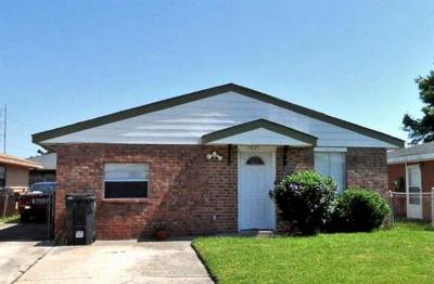 New Orleans Single Family Home For Sale: 7621 Kingsport Boulevard