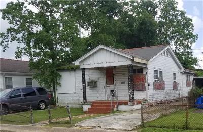 Single Family Home For Sale: 3327 Mistletoe Street