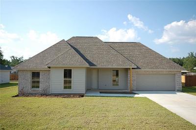Covington Single Family Home For Sale: 20113 Linden Street