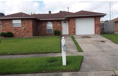 New Orleans Single Family Home For Sale: 7642 Briarwood Drive