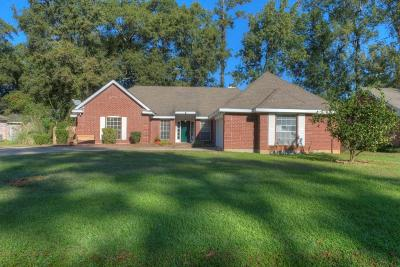 Mandeville Single Family Home For Sale: 2010 Red Oak Lane