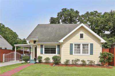 Single Family Home For Sale: 125 Estes Street