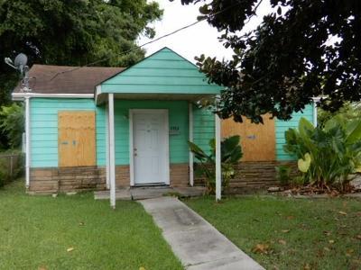 Single Family Home For Sale: 1713 Hendee Street