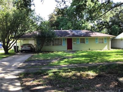 Single Family Home For Sale: 210 Maumus Avenue