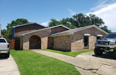 Single Family Home For Auction: 7311 Read Boulevard