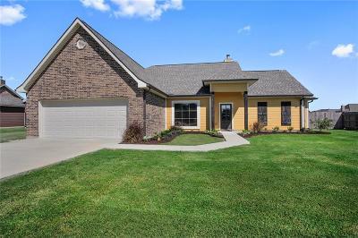 Iowa LA Single Family Home For Sale: $238,900