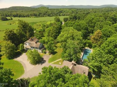 Great Barrington Single Family Home For Sale: 250 Maple Ave