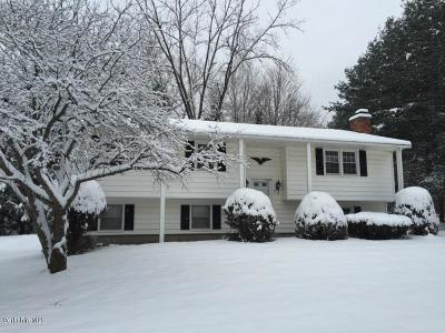 Pittsfield Single Family Home For Sale: 8 Leona Dr
