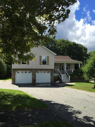 Pittsfield Single Family Home For Sale: 18 Faucett Ln