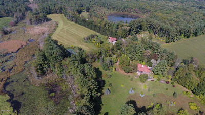 Berkshire County Single Family Home For Sale: 46 Bow Wow Rd