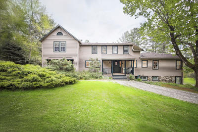 Great Barrington Single Family Home For Sale: 215 Long Pond Rd