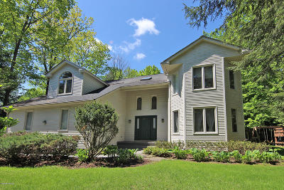 Lenox Single Family Home For Sale: 59 Dunmore Ct