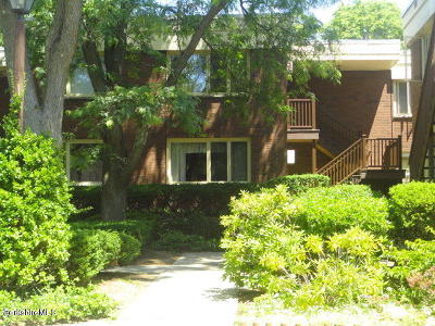 Pittsfield MA Condo/Townhouse For Sale: $142,000