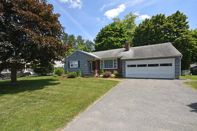 Pittsfield Single Family Home For Sale: 44 Saratoga Dr
