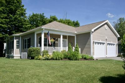 Pittsfield Single Family Home For Sale: 10 Sunrise Cir
