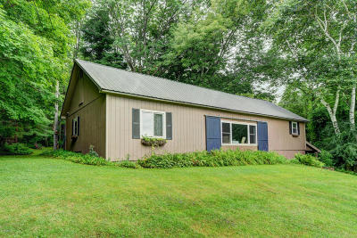 Alford, Becket, Egremont, Great Barrington, Lee, Lenox, Monterey, Mt Washington, New Marlborough, Otis, Sandisfield, Sheffield, South Lee, Stockbridge, Tyringham, West Stockbridge Single Family Home For Sale: 57 State Line Rd
