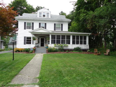 Pittsfield Single Family Home For Sale: 207 Dawes Ave