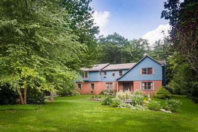 Alford, Becket, Egremont, Great Barrington, Lee, Lenox, Monterey, Mt Washington, New Marlborough, Otis, Sandisfield, Sheffield, South Lee, Stockbridge, Tyringham, West Stockbridge Single Family Home For Sale: 54 Dunmore Ct