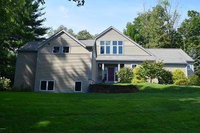 Lenox Single Family Home For Sale: 3 Gleneagle Dr