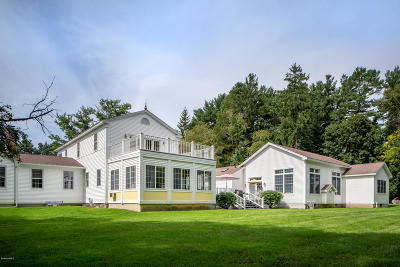 Berkshire County Single Family Home For Sale: 2 Fox Hollow Rd
