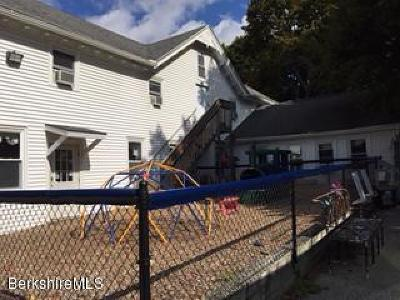 Lee Single Family Home For Sale: 13 Academy St