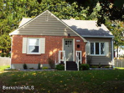Pittsfield Single Family Home For Sale: 124 Windsor Ave