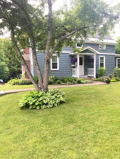 Pittsfield Single Family Home For Sale: 108 Jason St
