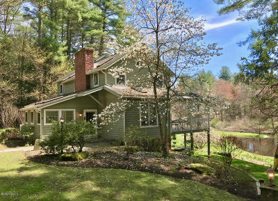 Berkshire County Single Family Home For Sale: 394 Berkshire School Rd