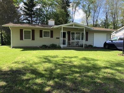 Pittsfield Single Family Home For Sale: 103 Maple Grove Dr