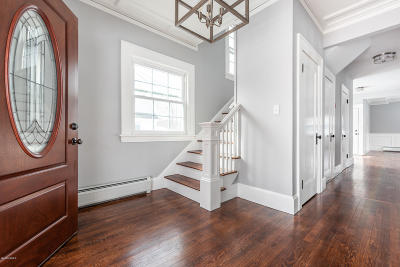 Pittsfield MA Single Family Home For Sale: $239,000