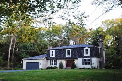 Lenox Single Family Home For Sale: 37 Bracelan Ct
