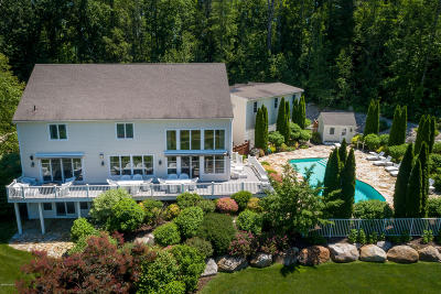 Great Barrington Single Family Home For Sale: 11 Londonderry Dr