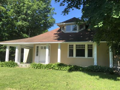 Pittsfield Single Family Home For Sale: 560 South St