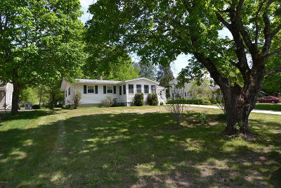 Pittsfield MA Single Family Home For Sale: $192,500