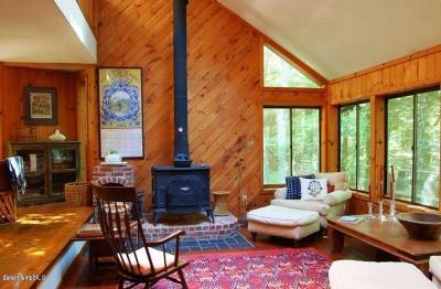 Berkshire County Single Family Home For Sale: 305 Wood Lands Way