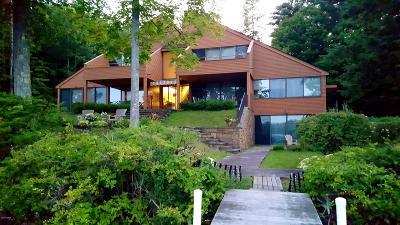 Berkshire County Single Family Home For Sale: 104 Interlaken Rd