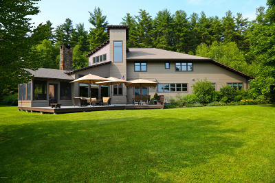 Great Barrington Single Family Home For Sale: 54 Crooked Hill Rd