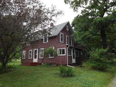 Adams, Clarksburg, Florida, New Ashford, North Adams, Savoy, Williamstown Single Family Home For Sale: 874 North Hoosac Rd