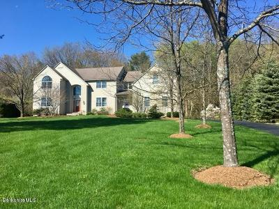 Pittsfield Single Family Home For Sale: 34 Meadow Ridge Dr
