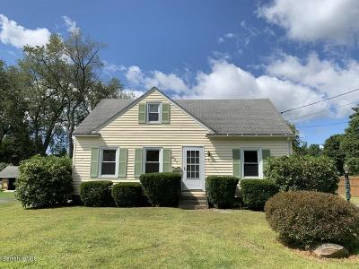 Pittsfield Single Family Home For Sale: 109 Pine Grove Dr