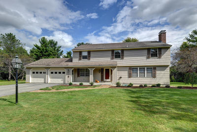 Pittsfield Single Family Home For Sale: 51 Stonehenge Rd