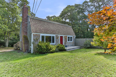 Brewster Single Family Home Contingent: 77 Governor Bradford Road