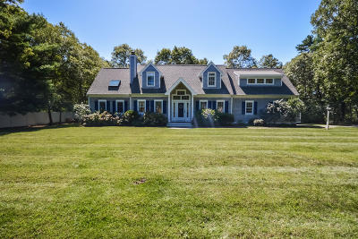 Mashpee Single Family Home For Sale: 61 Quinaquisset Avenue
