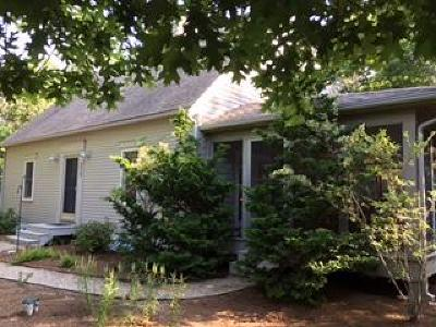 Eastham Single Family Home Contingent: 255 Massasoit Trail