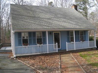 Sandwich Single Family Home Contingent: 17 Woodridge Road