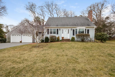 Yarmouth Single Family Home Active W/Contingency: 62 Homestead Lane