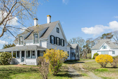 Harwich Single Family Home Active W/Contingency: 114 Bank Street