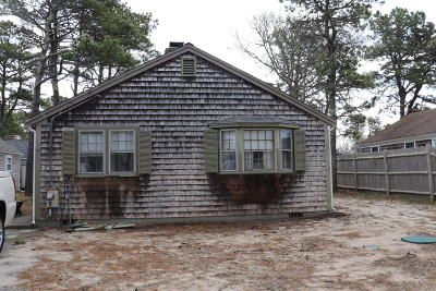 Dennis Single Family Home Active W/Contingency: 10 Holiday Lane