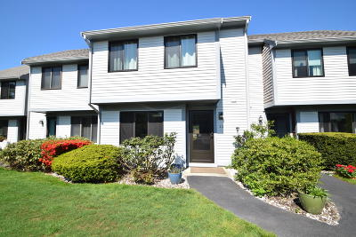 Brewster Condo/Townhouse For Sale: 111 Crescent Lane
