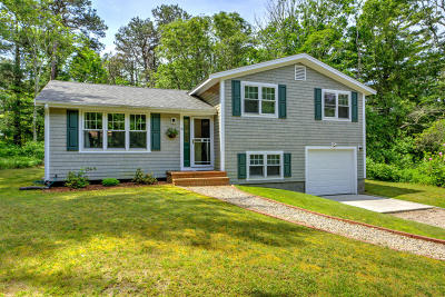 Mashpee Single Family Home For Sale: 19 Tri-Town Circle